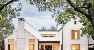 Seems like many of us have a little sweet spot for a modern farmhouse @texas_cus...